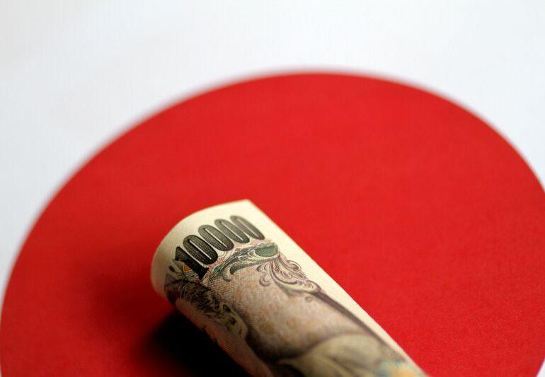 Dollar slips, yen regains lost ground after vaccine progress news
